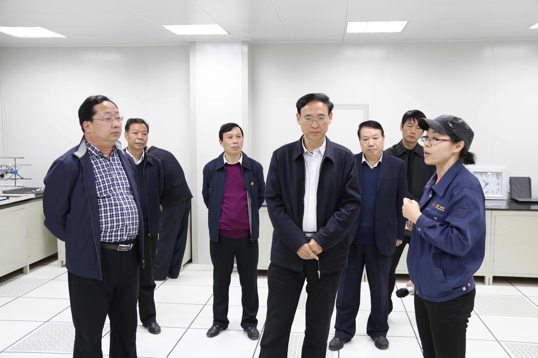 张国伟在获嘉县调研时强调 提振发展信心 理清发展思路 优化营商环境 以超常的决心超常的举措推进超常发展